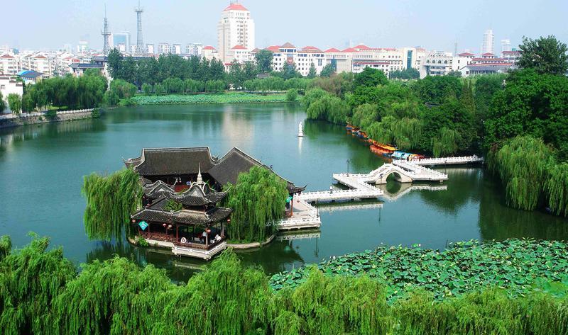 扬州荷花池公园景点图片