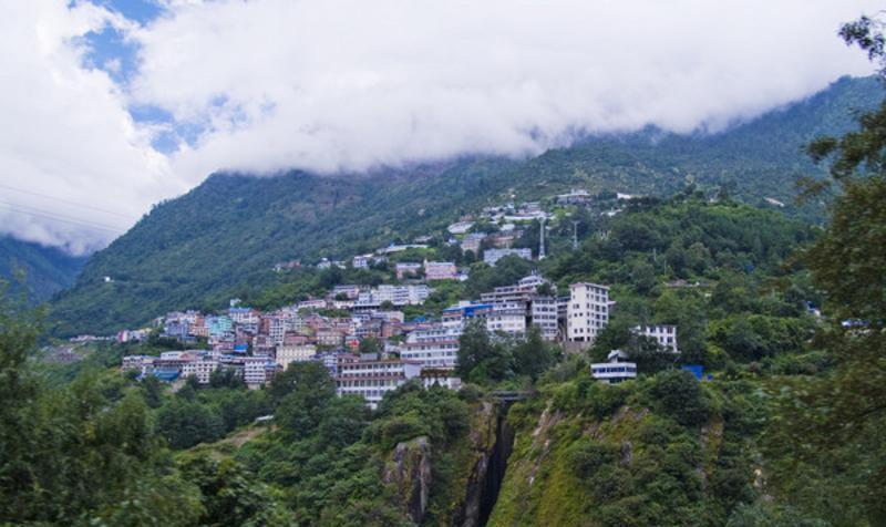 西藏樟木镇景点图片