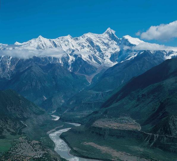 雅鲁藏布大峡谷旅游风景图片