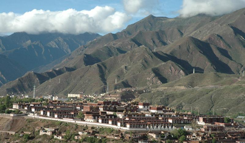 西藏昌都强巴林寺