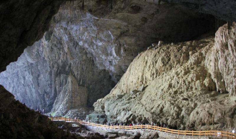 广西巴马坡月村百魔洞景点图片