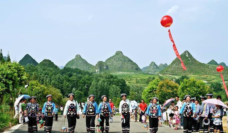 贵州贞丰双乳峰景点图片