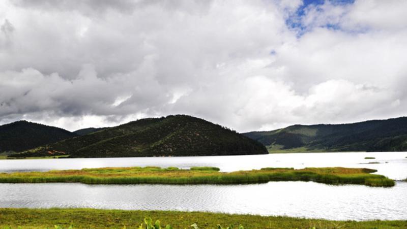 香格里拉硕都湖