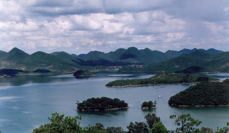 研山浴仙湖