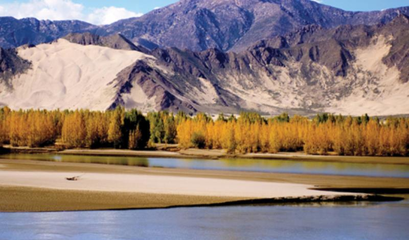 西藏雅砻河旅游风景图片