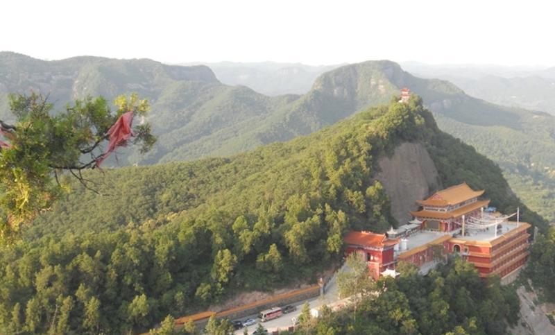 照金香山风景点图片