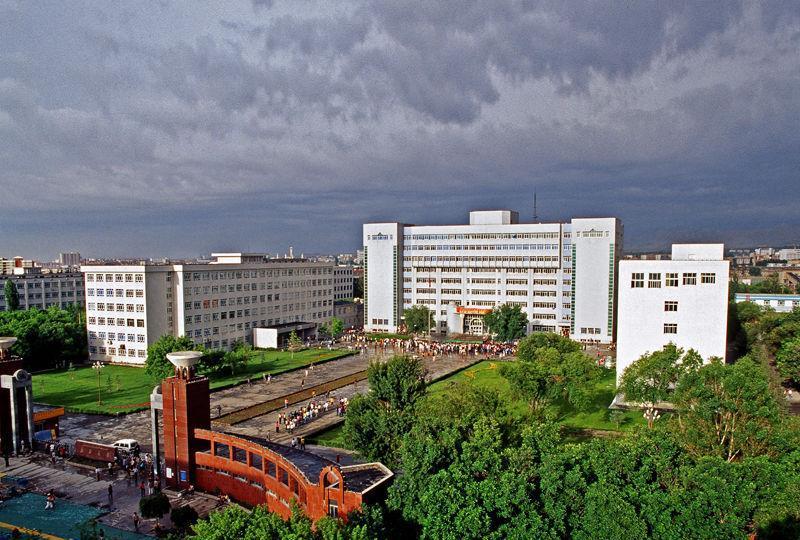 新疆大学校园风光景点图片