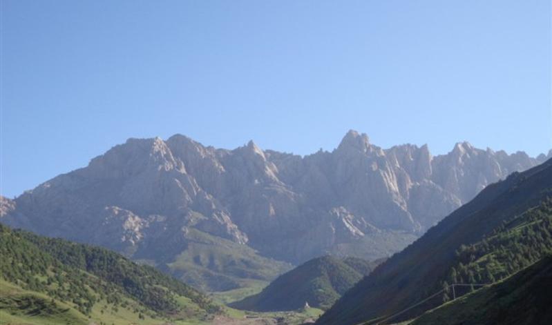 甘肃马牙雪山天池风景点图片